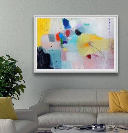 Print apstraktne slike u modernom interijeru iznad sive sofe Ajdinović